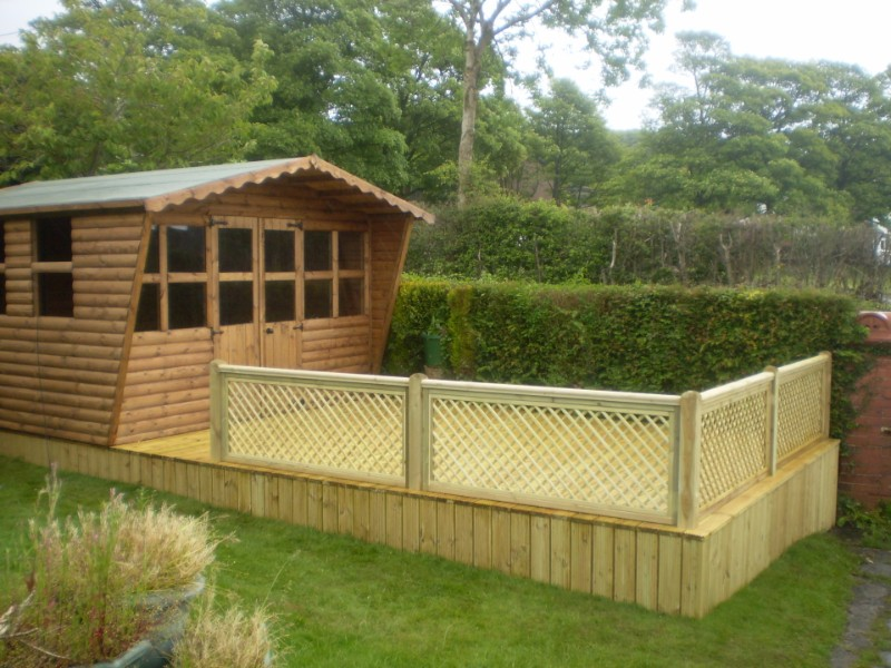 Summer House & Decking area